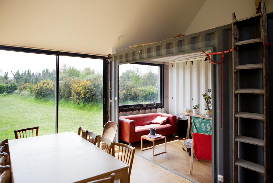 maison de vacances en containers maritimes et ossature bois dans le mnm architectes rennes. Black Bedroom Furniture Sets. Home Design Ideas