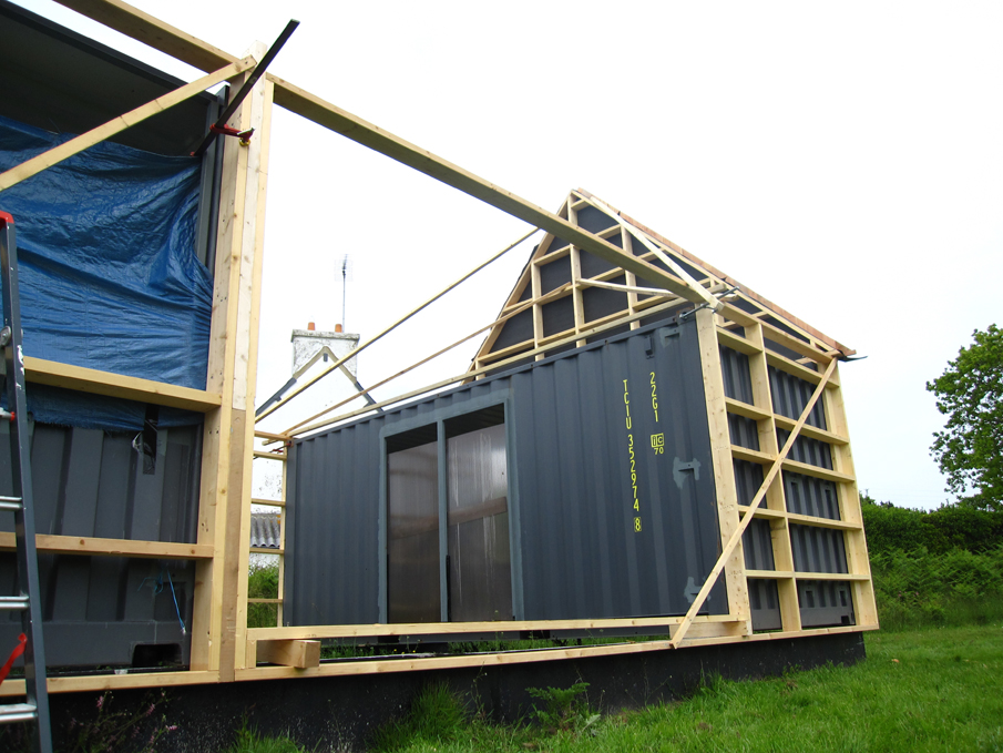 Maison de vacances en containers maritimes et ossature for Plan amenagement container habitable